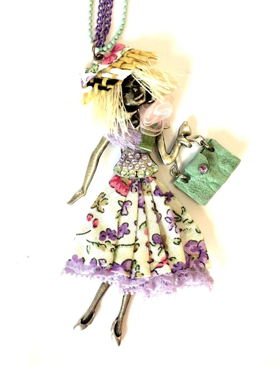 collana lunga metallica con bambolina lilla e verde art. E91362
