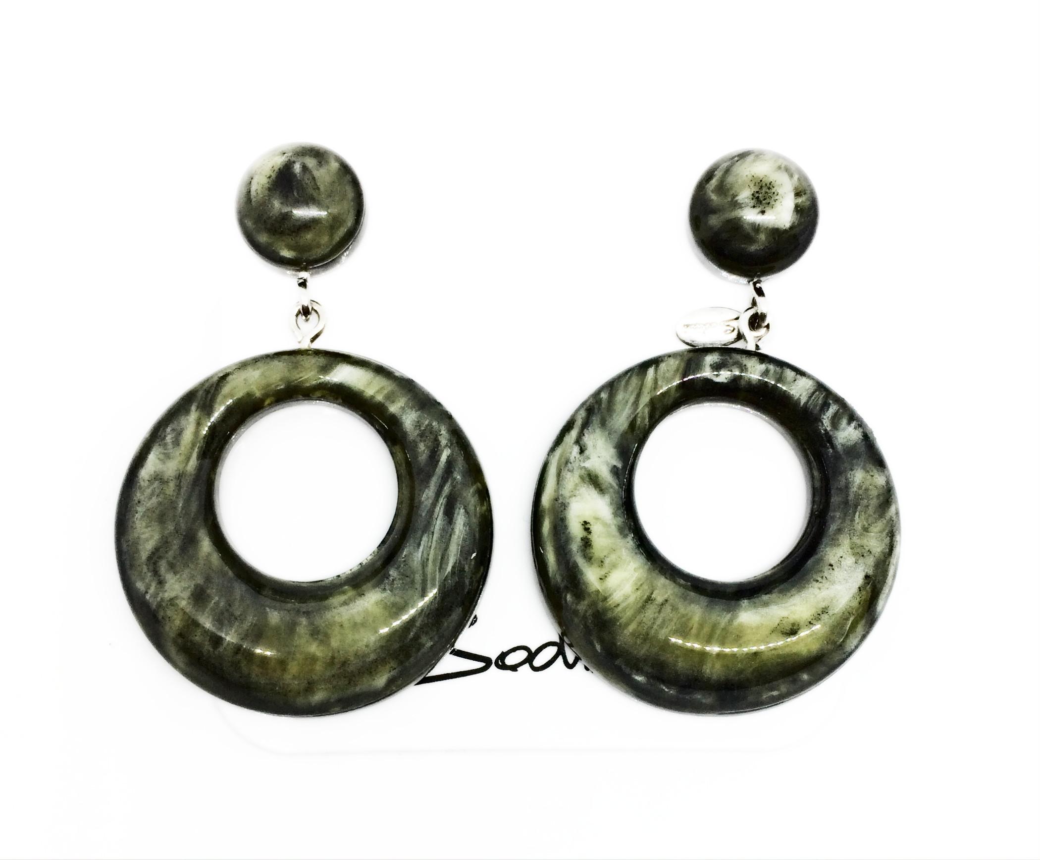 Orecchino a perno con cerchio marmorizzato verde art. 820244B